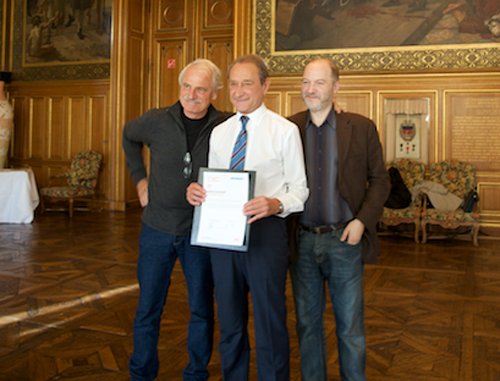 10:10 France's Yann Arthus-Bertrand with mayor of Paris Bertrand Delanoë